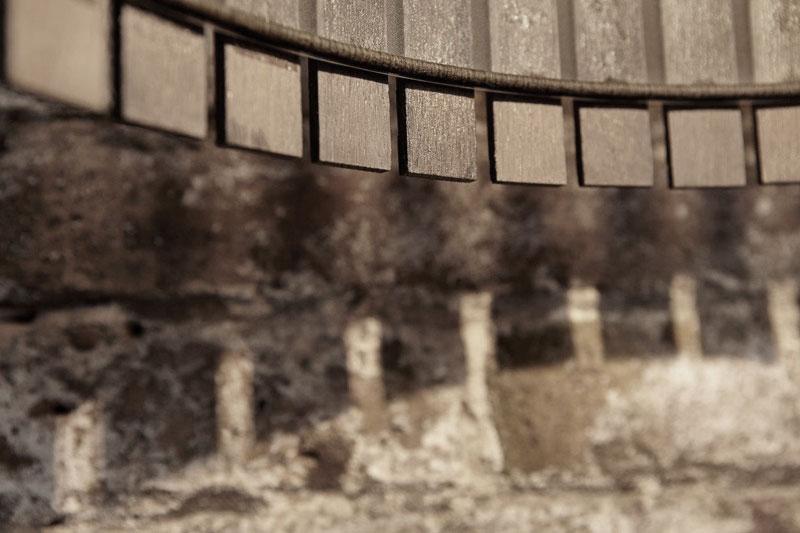 design_furniture_collection_wood_lamp_joan_lao_2